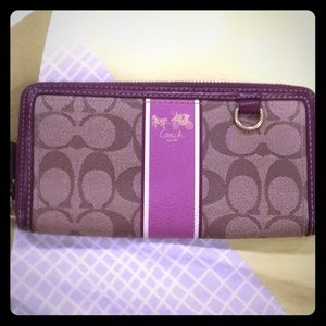 Coach Accordion Zip Leather Wallet👜💜
